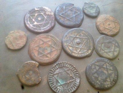تحف يهودية قديمة عبارة عن نقود . لمن يهمه الامر الاتصال بالرقم 2