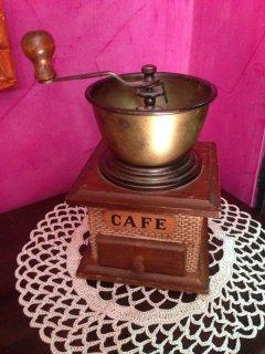 طاحونة قهوة يدوية نادرة