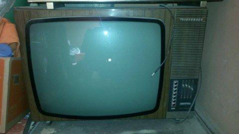 تلفاز ابيض واسود