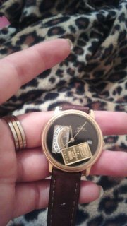 ساعة ذهبية قديمة