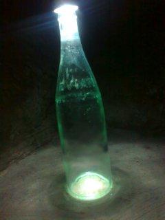 قارورتين EVIAN زجاجيتين قديمتين تحتويان على سائل اخضر