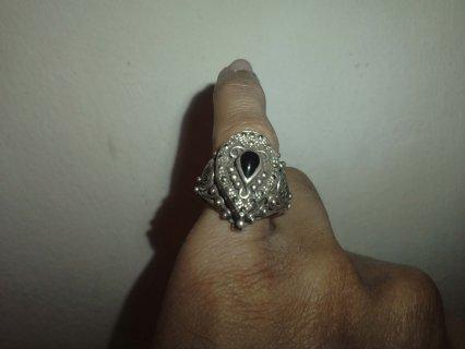 خاتمين قديمين من الفضة واحد به حجر