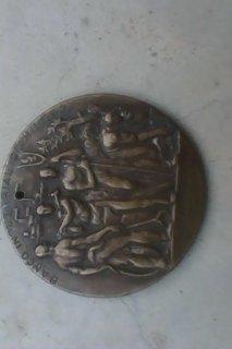 ميدالية نحاسية قديمة ترمز للبنك في اسبانيا