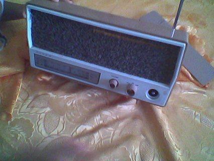 بيع  المذياع  قديم جيدا