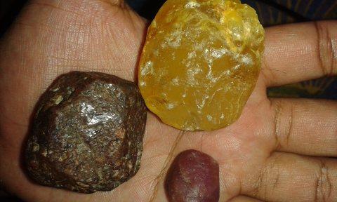 احجار كريمة نادرة (Gemstones are rare)