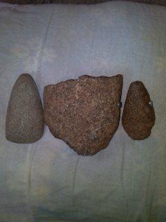 الأحجار الاثار قديم جدااااآ يلتصق المغناطيس الخفيف