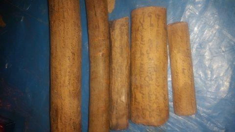 عقود بيع مكتوبة على الخشب