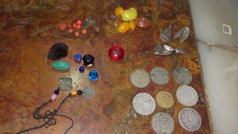 لوبان حر ، مرجان اصلي،احجار كريمة ،نقود مغربيه قديمة