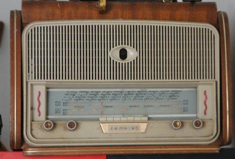 راديو قديم يشتغل جيدا