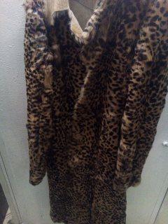 معطف قديم جدا و اثري من جلد الفهد الصياد النادر
