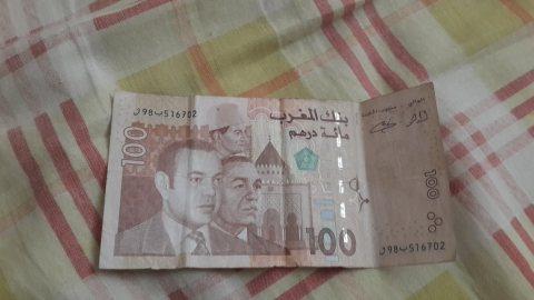 100 درهم ثلاث ملوك