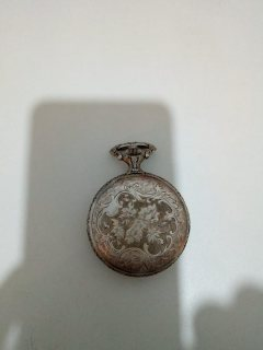 اندر التحف (ساعة قديمة جدا) للبيع والتفاود
