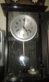 ساعة حائطية ميكانيكية قديمة  من صنع الصين للبيع