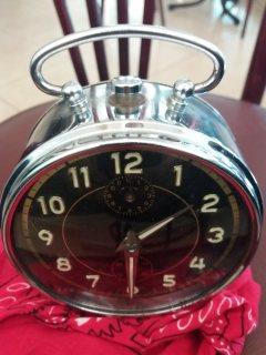 ساعة ميكانيكية قديمة جدا صناعة المانية من نوع DIEHL