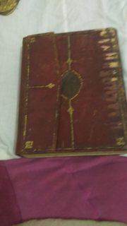 مخطوطات أثرية قديمة جدا عبارة عن كتب