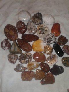 احجار كريمة للبيع
