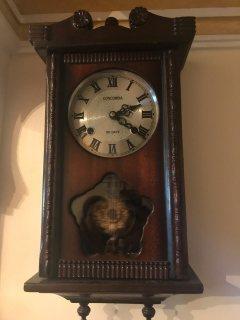 ساعة حاءطية قديمة