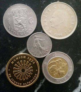 مجموعة من العملات القديمة
