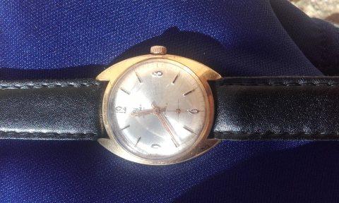 ساعة قديمة جداا