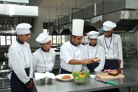 طباخ مغربي خبرة بالطبخ عالية طبخ عالمي