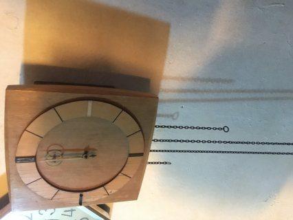 ساعة حائطية قديمة صنع الماني