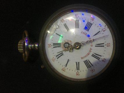 ساعة سويسرية قديمة