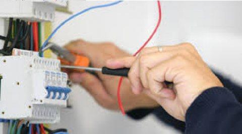 متوفر لدينا من المغرب معلمين كهرباء جاهزين للعمل بدول الخليج