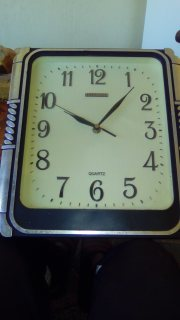 ساعة حائطية (quartez 40 ans)