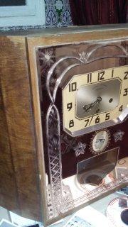 ساعة حائطية آثرية