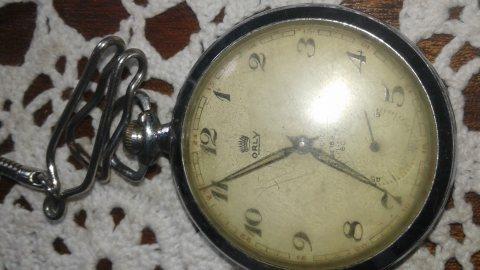 ساعة جيبية قديمة