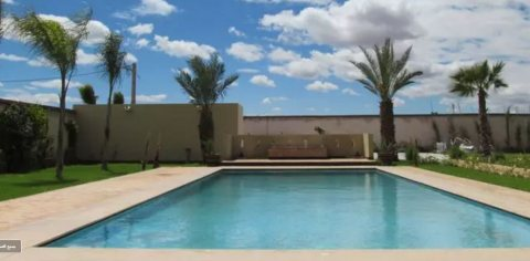 Villa moderne sur la route de Fes