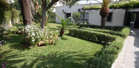 Location Villa 750 m² plain pied avec grand jardin à Riviera