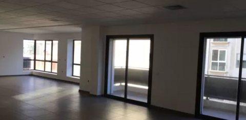 Plateaux bureaux neufs à louer à partir début 50 m2