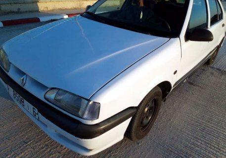 سيارة رونو 19 للبيع في حالة جيدة موديل 93