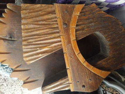 تحفة خشبية قديمة