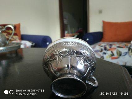 كأس مصنوعة من الفضة والسيراميك