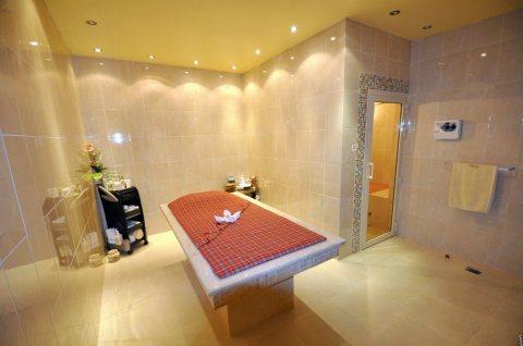يوجد خبيرات حمام مغربي مغربيات شاملات متمرسات ومختصات ولهن خبرة كبيرة