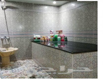 يوجد خبيرات وخبراء حمام مغربي لهم دراية شاملة بالحمام و للمساج والتدليك