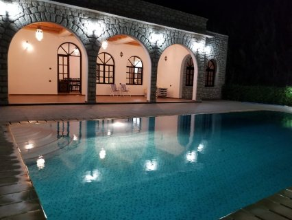 Très jolie villa sons vie à vie
