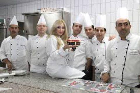 شركة الخليج جوب لديها طاقم شامل ومتكامل للعمل بالفنادق والمطاعم وكوفي شوب
