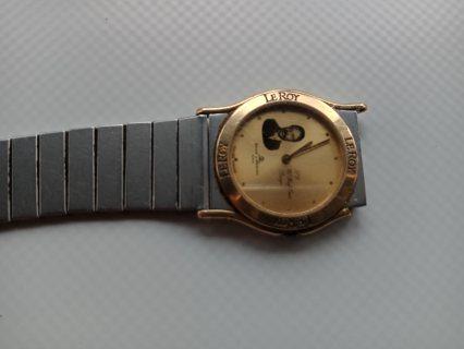 ساعة قديمة سويسرية