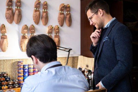 Technicien ou ouvrier qualifier montage chaussure