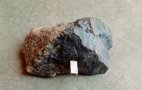 أحجار نيزاكية قديمة