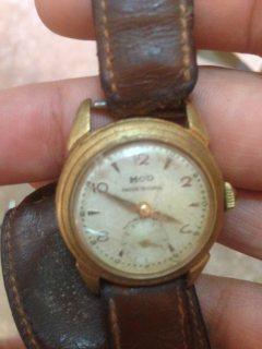 ساعة قديمة ذهبية