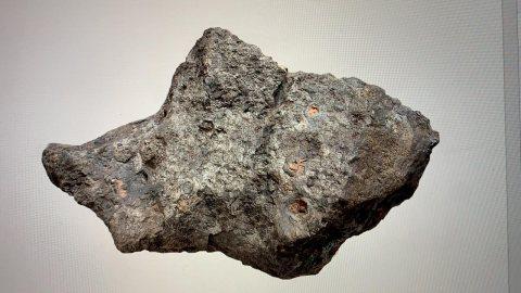 كميه من احجار النيزك للبيع فى دبى