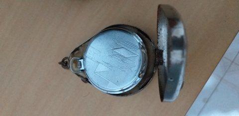 ساعة تمينة يقدر عمرها ب ?? سنة
