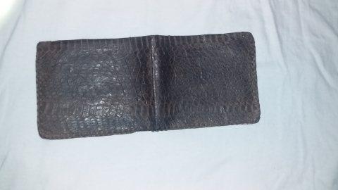 محفظة من جلد الثعبان