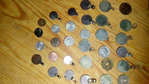 بيع نقود واكسسورات مغربية قديمة