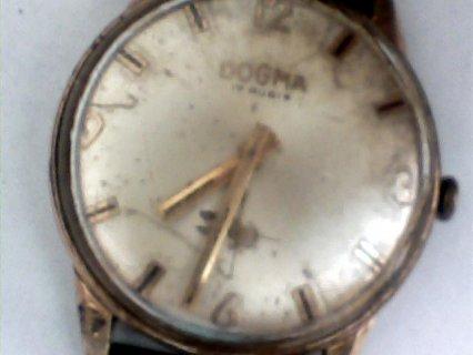 ساعة قديمة  من  نوع   DOGMA 17