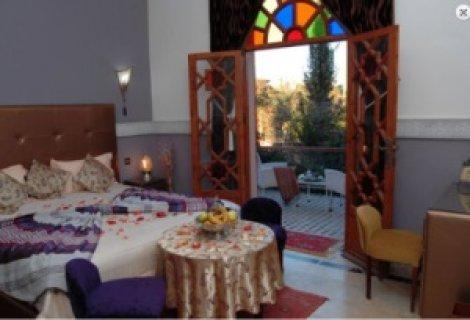 دار الضيافة للبيع في مدينة مراكش: 2 أجنحة/8 غرف/مسبح